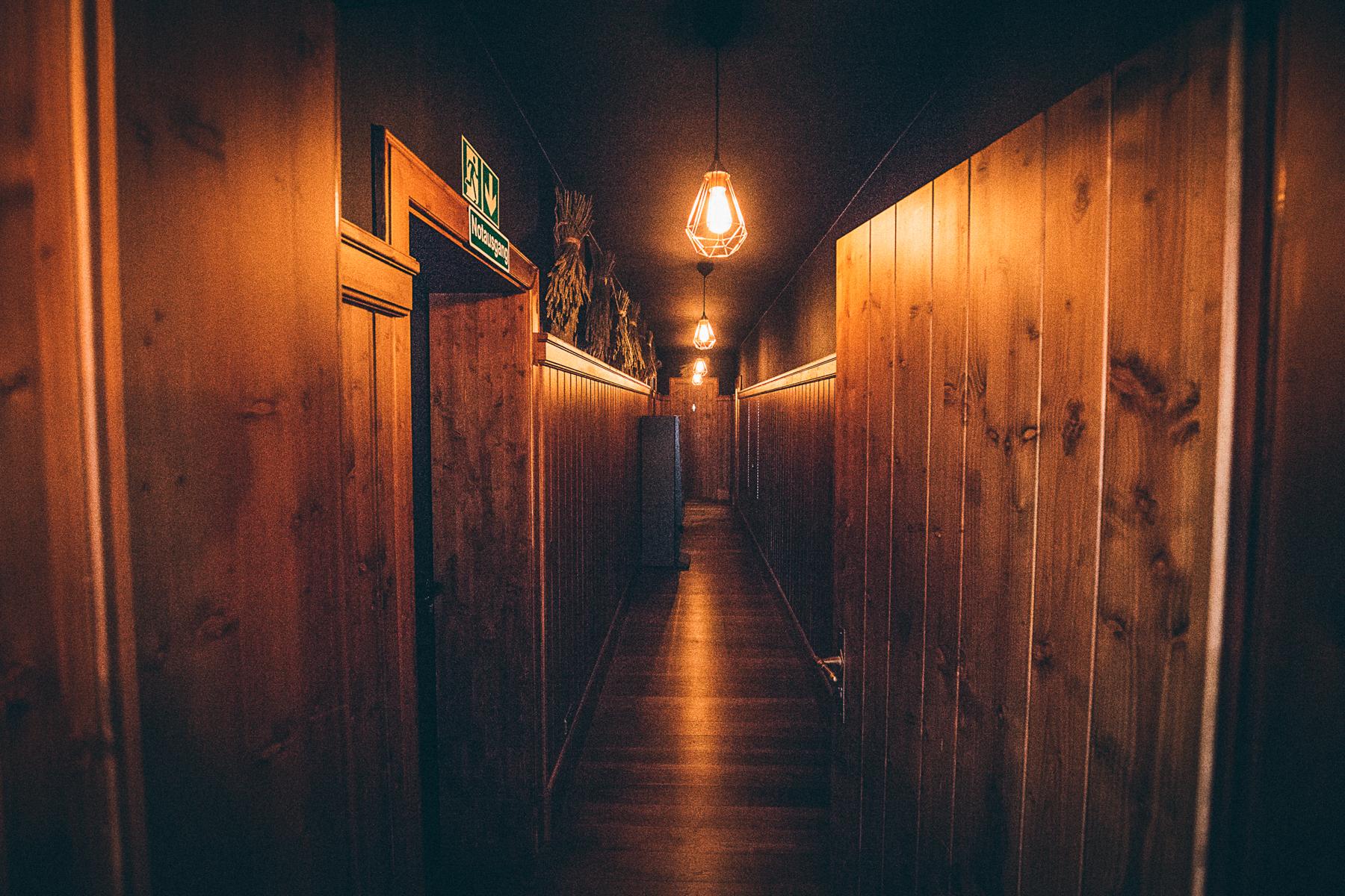 Holz in der Hütten.  – ©wunderland media GmbH
