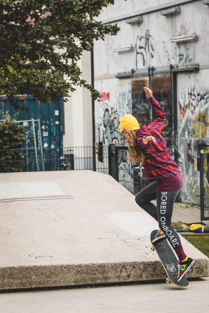 Für Julia ist Skaten ein wichtiges Mittel zum Zweck für pädagogische Werte – ©wunderland media GmbH