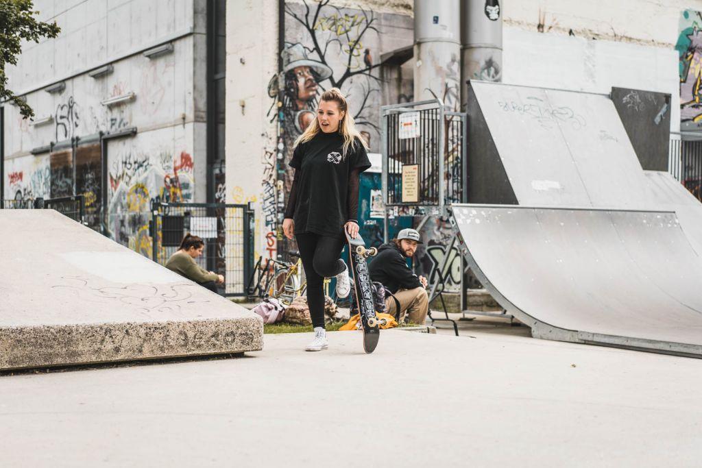 Trotz ihres Kreuzbandrisses im letzten Jahr, steht Kaltrina wieder mit beiden Beinen sicher auf dem Board.  – ©wunderland media GmbH