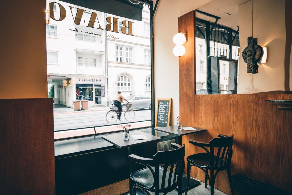 Fotografie innen/aussen Bravo Cafe Glockenbachviertel