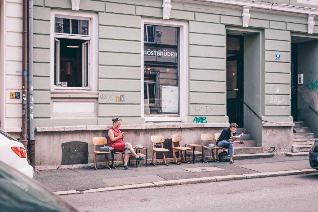 Zwischen üppiger Architektur der Westvorstadt befinden sich die Rostbrüder.  – ©wunderland media GmbH