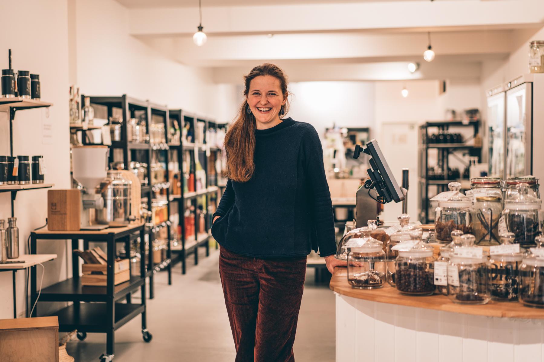 Hannah Sartin im Haidhausener Ohne Supermarkt. – ©wunderland media GmbH