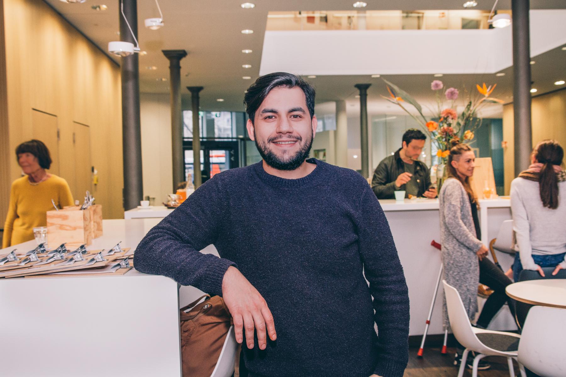 Mohamed hat mit seinen Kollegen eine neue Familie gefunden. – ©wunderland media GmbH