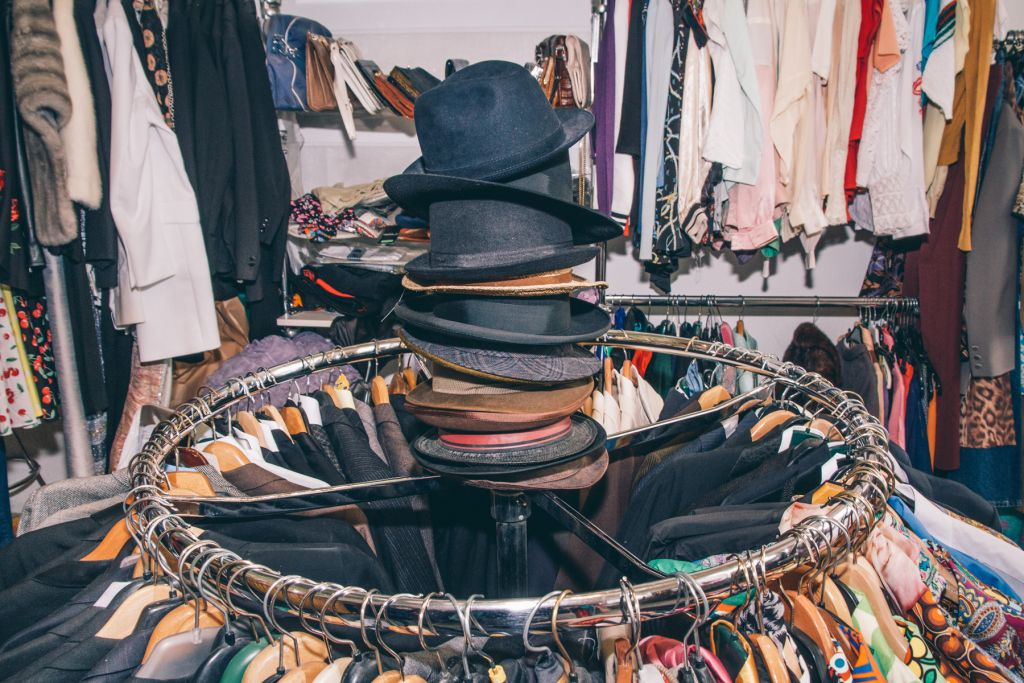 Nur ein Teil der Hutauswahl im Alexa's. – ©wunderland media GmbH