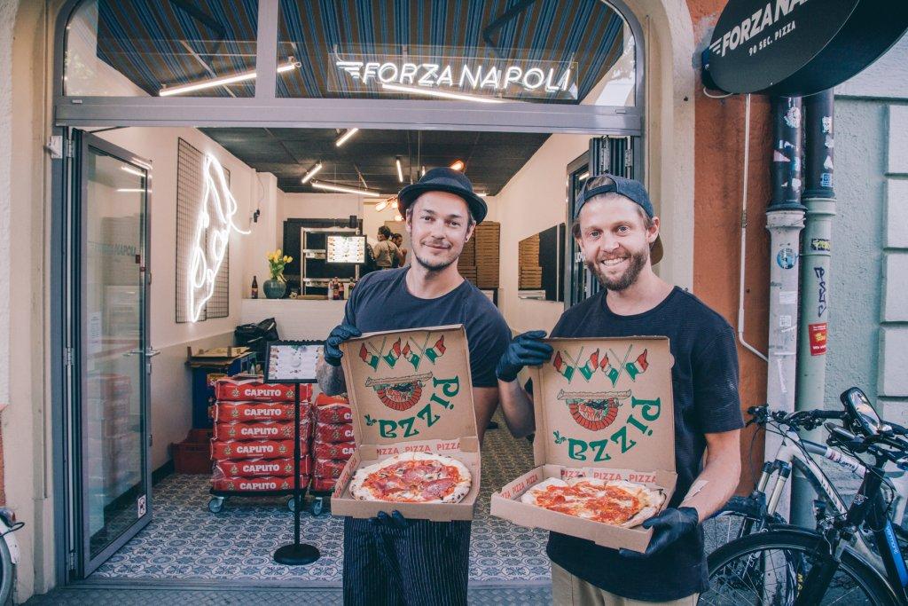 Neapolitanische Pizza am Johannisplatz.  – ©wunderland media GmbH