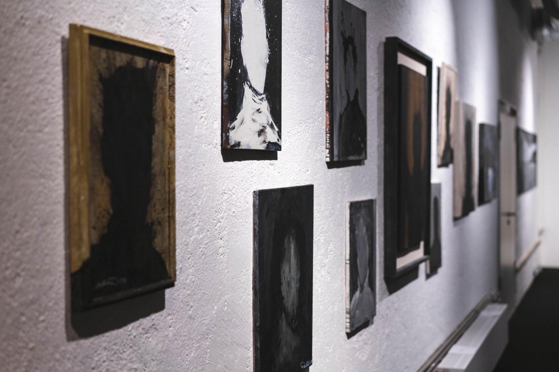 Zu Beginn seiner Karriere malt Hambleton Kreide Umrisszeichnungen von Mordopfern auf Gehwege. – ©wunderland media GmbH