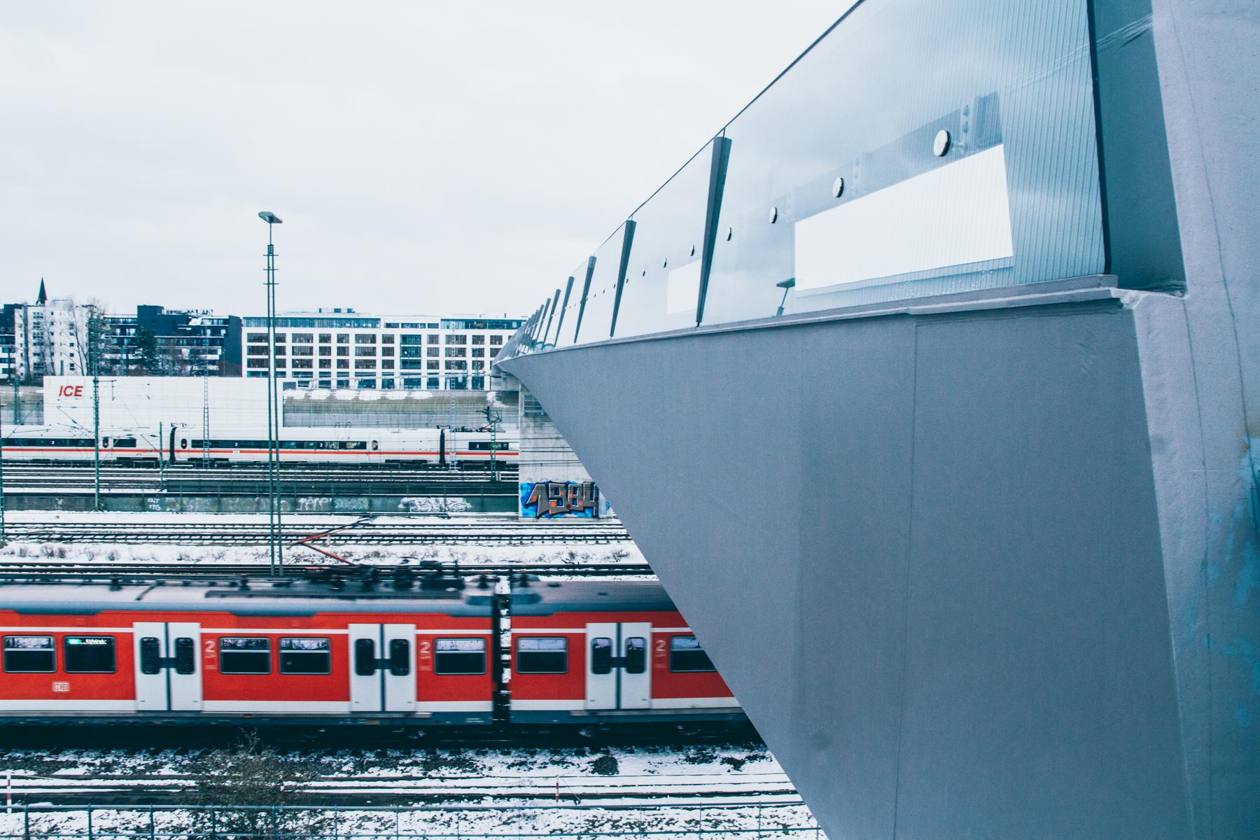Unter uns die Gleise, über uns der Himmel. – ©wunderland media GmbH