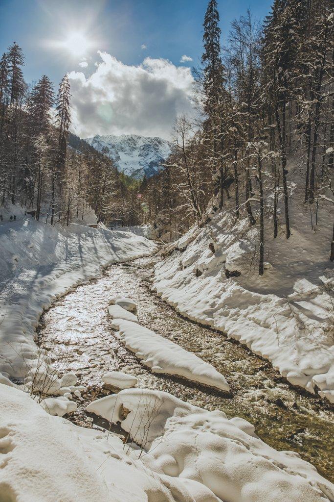 Partnachklamm, im Winter, Eispalast, mit dem Klammwart Rudolf Achtner, Garmisch Patenkirchen,Bayern – ©Bernhard Huber