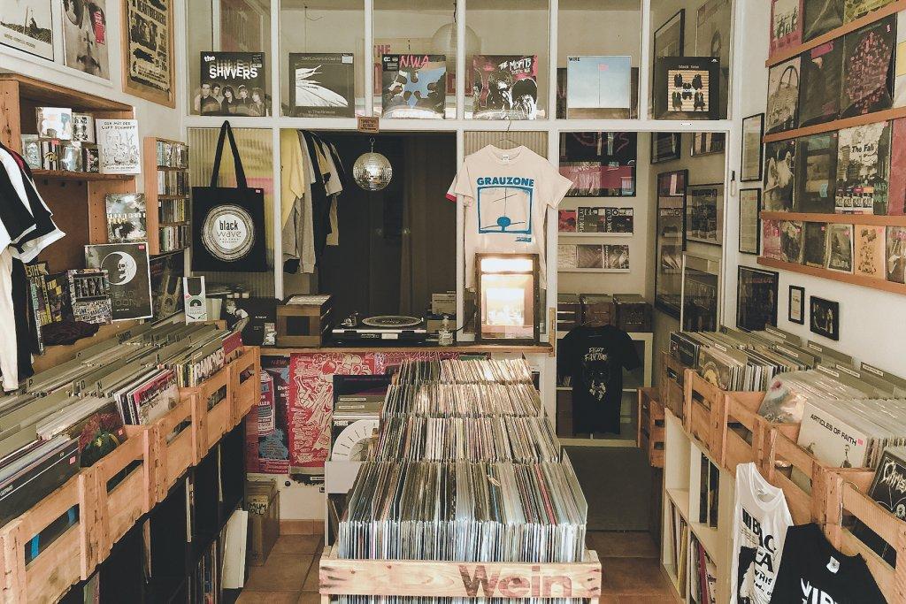 GeheimtippMuenchen Top7 Plattenlaeden Vinyl BlackWaveRecords2 – ©Black Wave Records