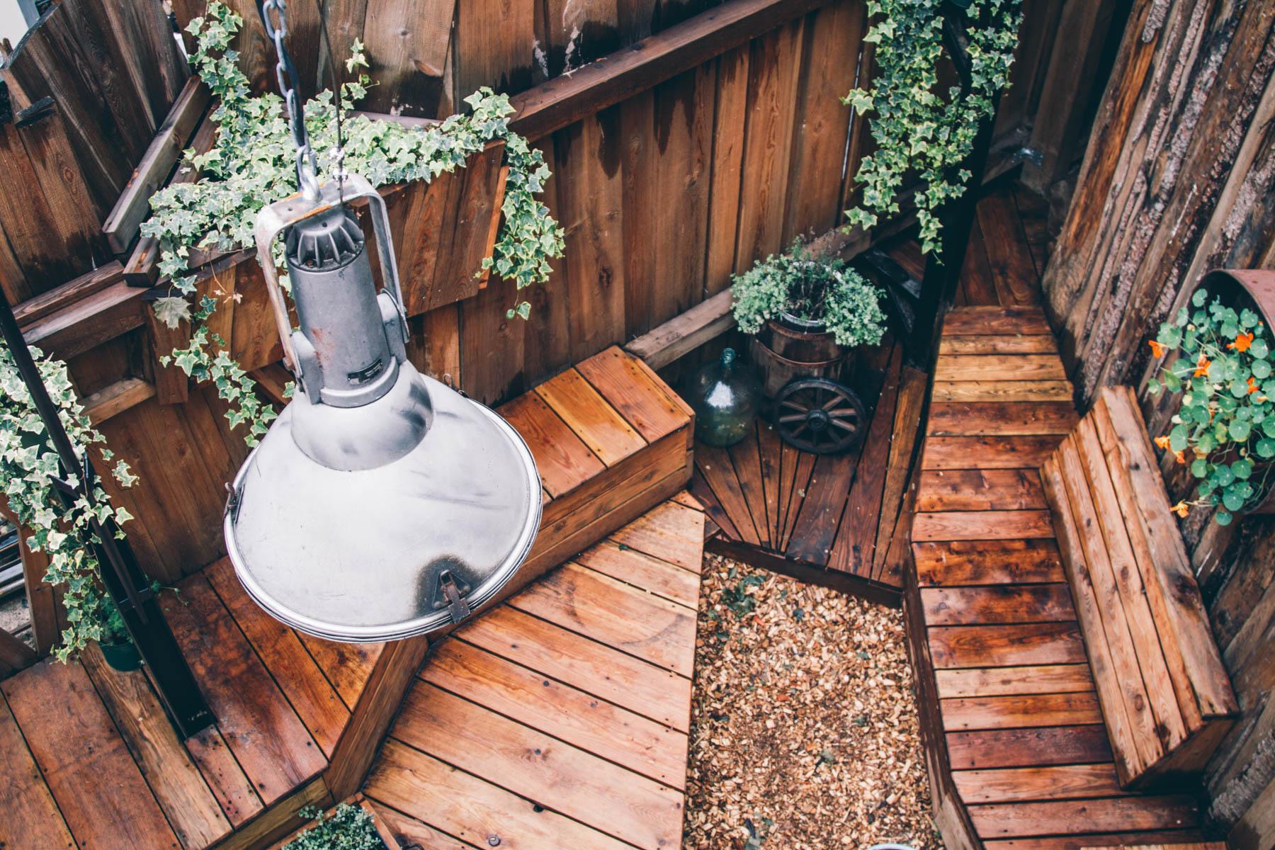 Naturverbundenheit durch nachhaltige Materialien und das innen und außen. – ©wunderland media GmbH