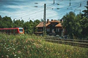 <p>Ein Fahrt mit der S Bahn im Sommer.</p> – ©wunderland media GmbH