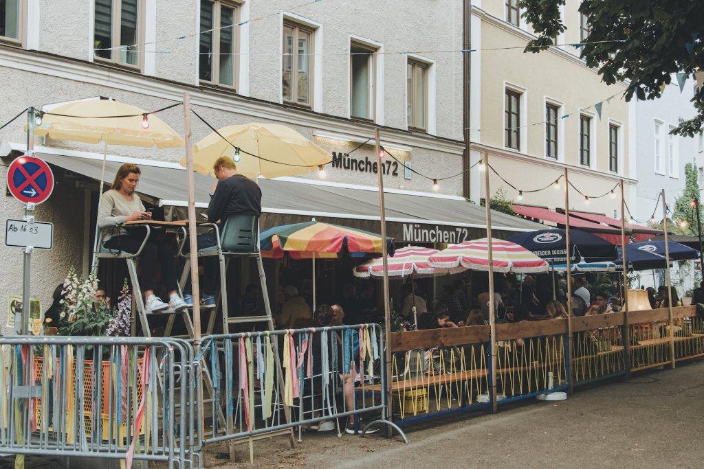 Bunt, schrill und frei – Retro Flair am Holzplatz. – ©wunderland media GmbH