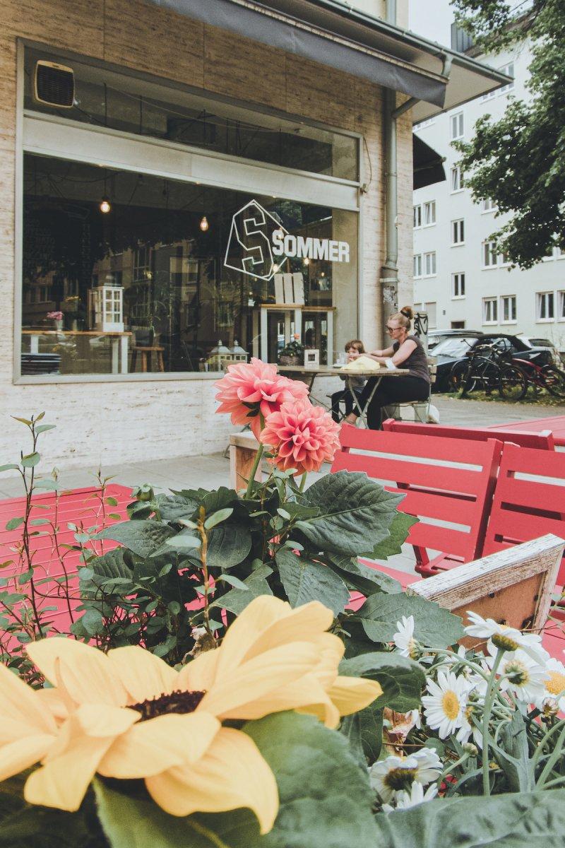Schanigärten, Geheimtipp München, Freischrankfläche, Sommer, Parkplatzbuchten, Gastronomie, Gastro, Café, Sommer, Café Sommer, Isar – ©wunderland media GmbH