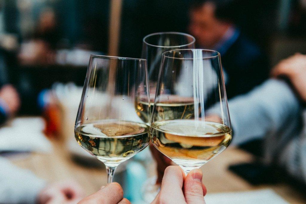 Geheimtipp Muenchen Munichwinerebels Event Weintasting 2021 04 – ©Unsplash